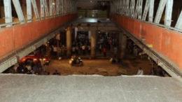 মুম্বইয়ে ফুটব্রিজ ভেঙে পড়ল