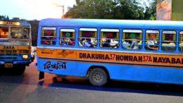 কলকাতার পথে বেসরকারি বাস-মিনিবাস