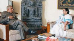 রাজ্যপালকে হ্যাপি নিউ ইয়ার জানাতে রাজভবনে মমতা